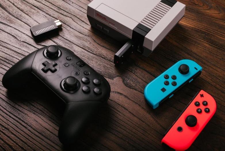 Joy-Con e Switch Pro Controller ora compatibili con Mini NES
