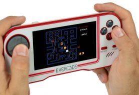 Evercade, aperti i preordini della console portatile per il retrogaming!